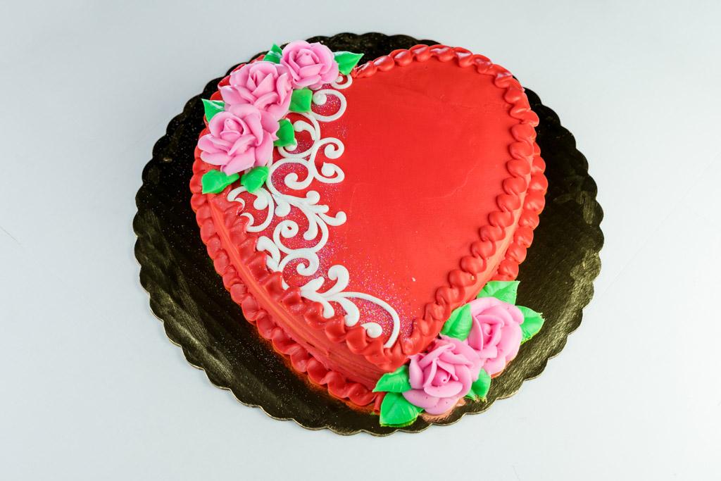 red-valentine-heart-cake